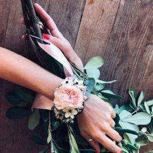 Élővirág csuklódísz koszorúslány virág rusztikus esküvői dekoráció- MISS LULLI Decor