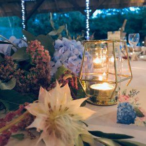 Esti geomertikus mécsesvilág asztaldísz pajtalagzi rusztikus esküvői dekoráció- MISS LULLI Decor