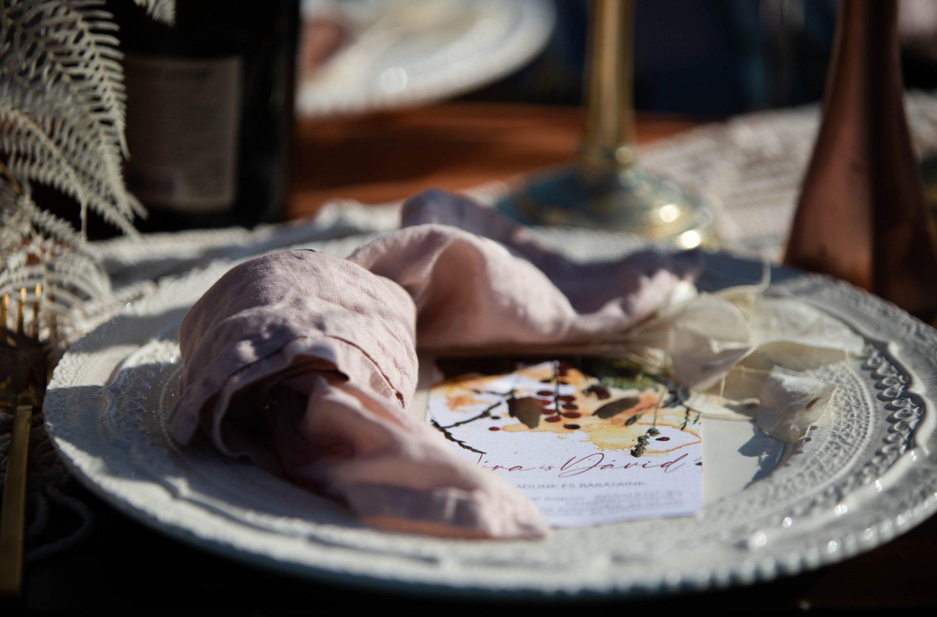 Bérelhető ünnepi terítés esküvőkre, rendezvényekre- MISS LULLI Decor