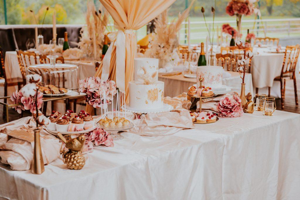 Desszertasztal esküvői dekoráció bérelhető asztalterítő-MISS LULLI Decor