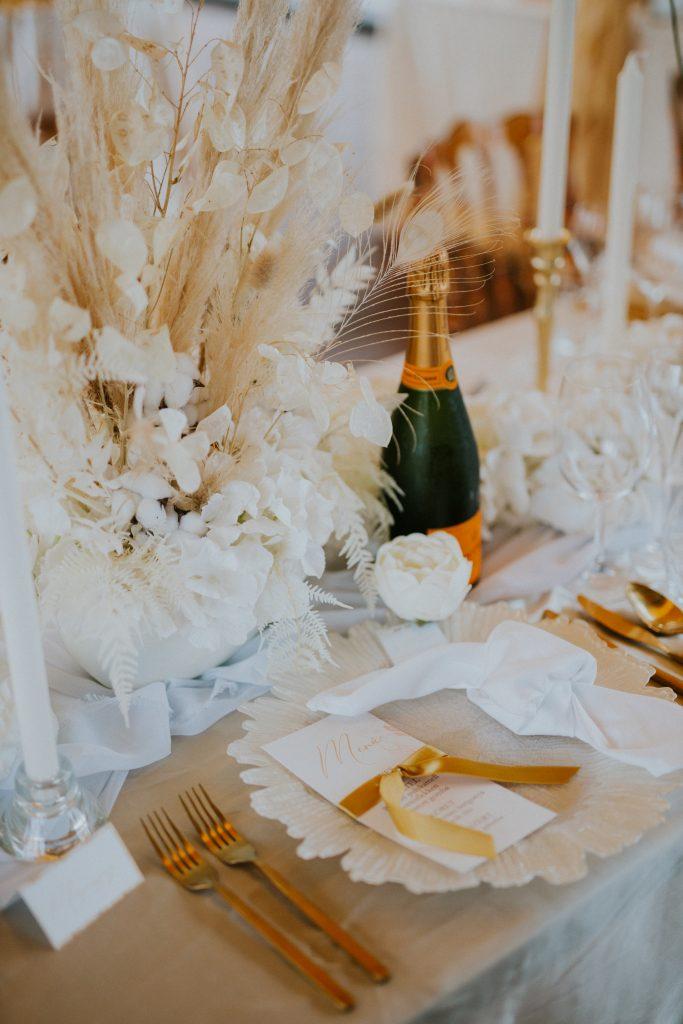Elegáns letisztult esküvői dekoráció-MISS LULLI Decor
