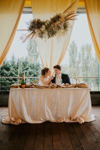 Főasztal elegáns letisztult esküvő dekor-MISS LULLI Decor