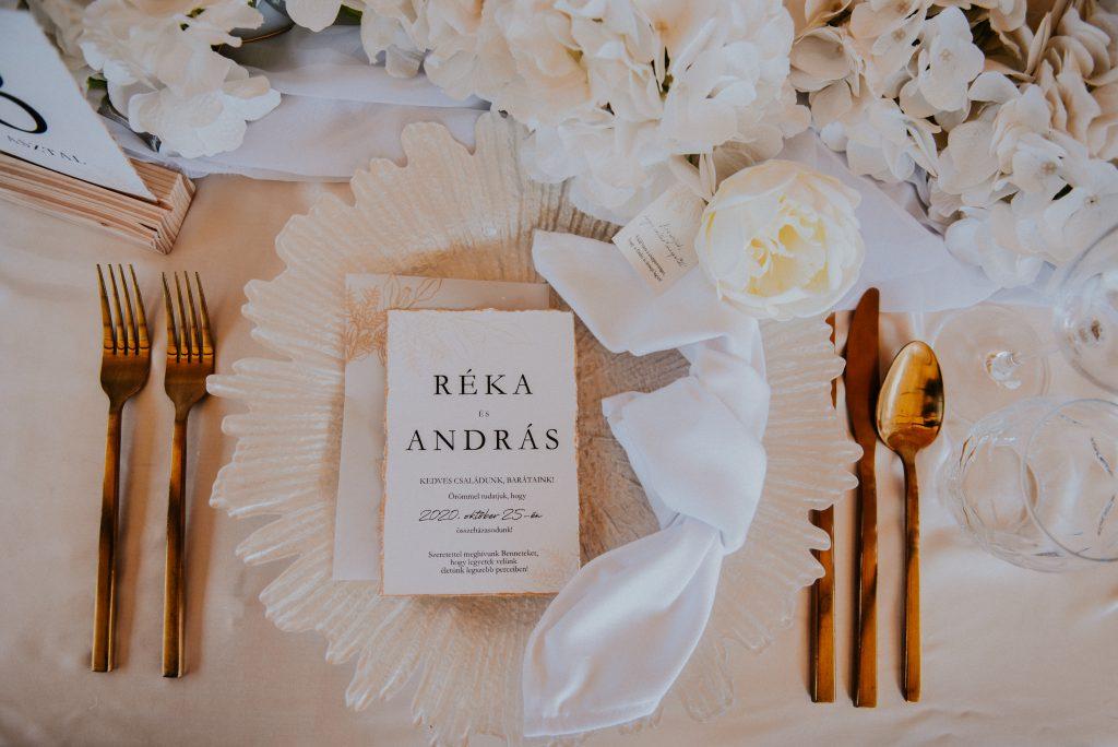 Tányérdísz arany evőeszköz esküvői dekoráció-MISS LULLI Decor